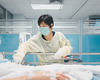 Le nombre d'hospitalisations augmente, mais plus lentement