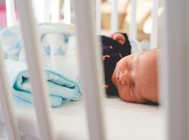 Slim bedje helpt ouders baby te troosten