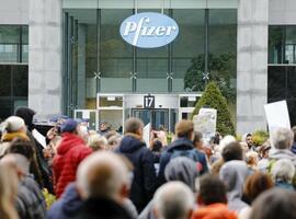 Manifestation d'anti-vaccins au siège de Pfizer à Bruxelles contre le Covid Safe Ticket