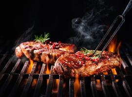 De barbecue op de rooster gelegd…