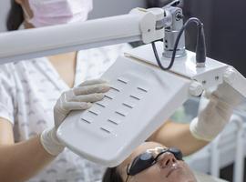 Le traitement de l'acné  par thérapie photodynamique