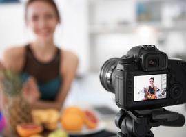 Comment les influenceurs des médias sociaux peuvent-ils encourager les enfants à faire des choix alimentaires sains?