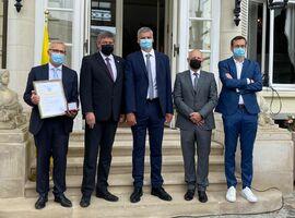 Vlaamse Regering erkent medewerkers Pfizer België bijdrage covid-19-strijd