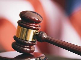 Overheid moet alle coronamaatregelen binnen 30 dagen opheffen, oordeelt rechtbank