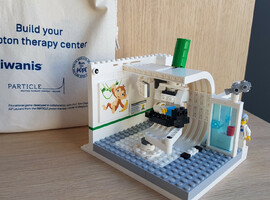 Lego-bouwset van protontherapiecentrum maakt kinderen rustiger tijdens behandeling