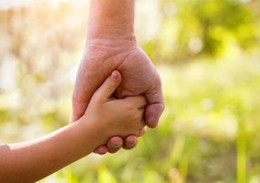 """""""Wie zal er voor de kinderen zorgen?  Wie smeedt voor hen het plan van morgen?""""[1]"""